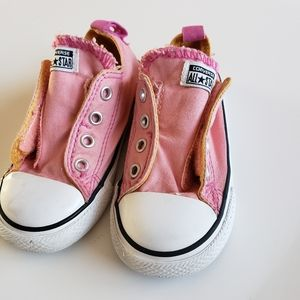 Toddler girl 7 side velcro Converse